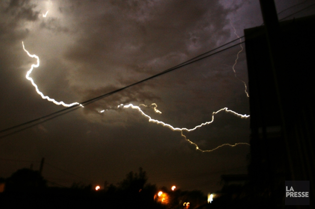 Квебек: более 184 000 домохозяйств остались без света