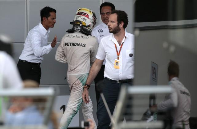 Lewis Hamilton a quitté la piste en trombe... (AP, Ivan Sekretarev)