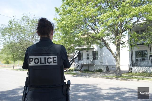 Le Service de police de Trois-Rivières a dû ériger un périmètre de sécurité... (Photo: Sylvain Mayer Le Nouvelliste)
