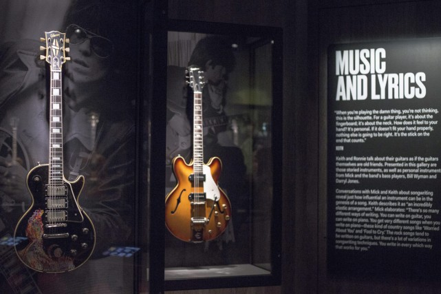 La guitare Gibson 1957 de Keith Richards présentée dans... (PHOTO ARCHIVES AP)