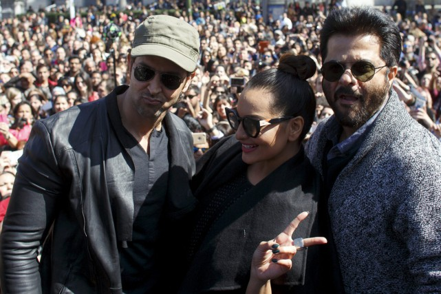 Les acteurs indiens Hrithik Roshan, Sonakshi Sinha et... (PHOTO ARCHIVES REUTERS)