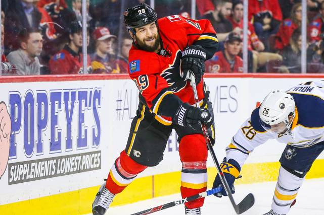Le défenseur des Flames de Calgary Deryk Engelland... (Photo Sergei Belski, USA Today)
