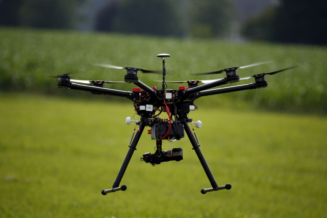 Les drones pourront voler à une altitude allant... (AP, Alex Brandon)