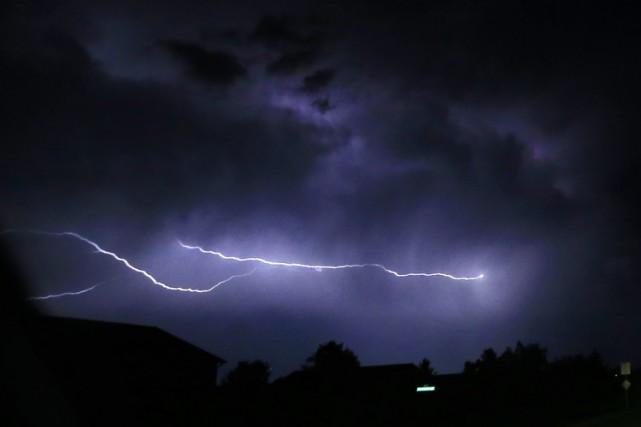 Les orages violents qui se sont abattus sur... (ARCHIVES AP)