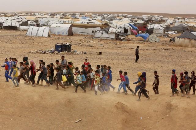 Le nombre de personnes ayant quitté leur foyer... (AP, Raad Adayleh)