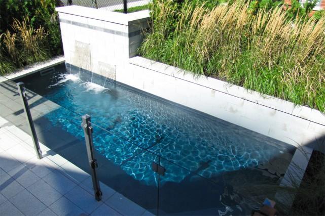 Ch rie j 39 ai r duit la piscine natha lle morissette piscines et spas - Piscine pente terrain nice ...