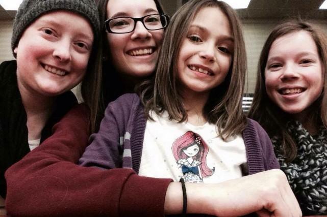 Des soeurs, c'est des soeurs. Sarah-Eve, Élizabeth, Charlou... (Photo fournie)