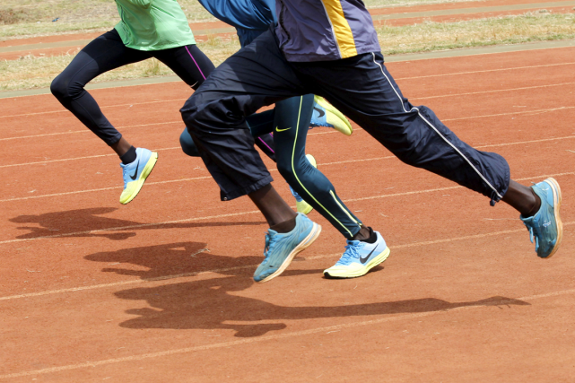 Des athlètes kényans à l'entraînement à Nairobi.... (Photo Thomas Mukoya, archives Reuters)