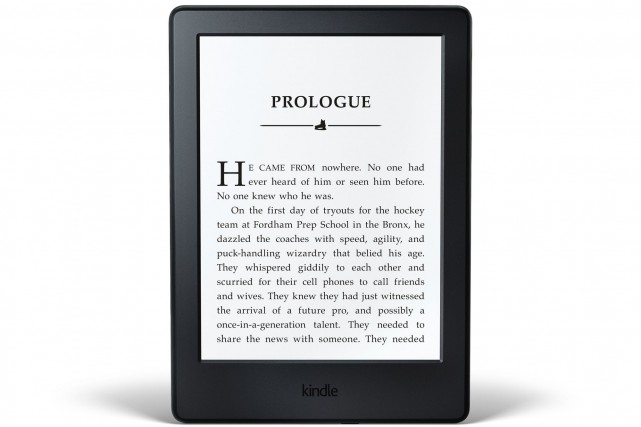 Le géant du commerce en ligne Amazon a lancé mercredi une nouvelle Kindle à bas... (Photo CNW/Amazon.ca)