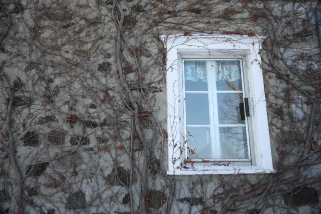 Louise et son conjoint possèdent une résidence d'une... (PHOTO Martin Chamberland, LA PRESSE)