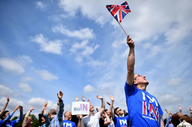 Des partisans du « Remain » participent à un rassemblement... (PHOTO BEN STANSALL, ARCHIVES AFP)