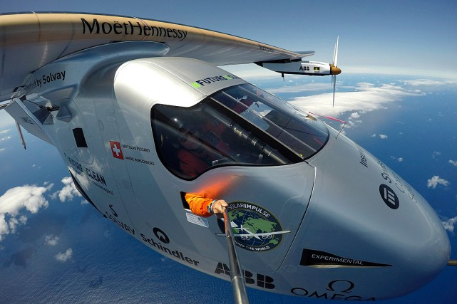 L'aventurier et pilote Bertrand Piccard a pris un... (Photo Solar Impulse 2 via AP)