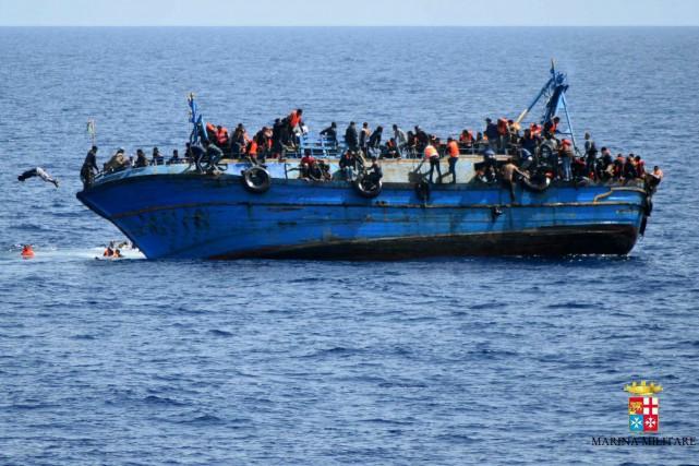 «Les réseaux criminels impliqués ne se préoccupent pas... (Photo Marine italienne via AP)