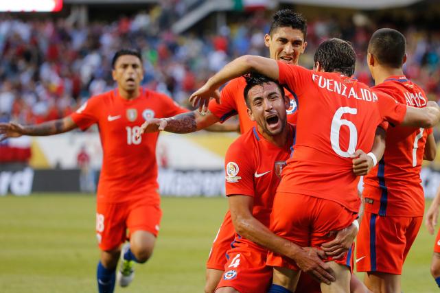 Le Chili a vaincu la Colombie 2-0 en... (Photo Charles Rex Arbogast, AP)