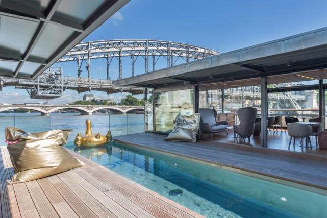 Le premier hôtel flottant français «Off Paris Seine», comprenant 58 chambres... (Photo fournie par Off Paris Seine)