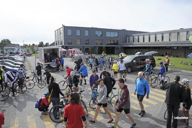 Près de 600 cyclistes, dont 80 % de... (Archives Le Quotidien)