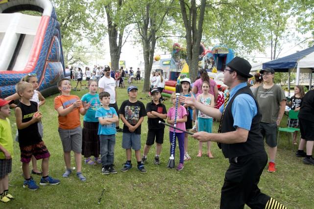 Le jongleur Patchuko a su divertir la foule... (photo: sylvain mayer)