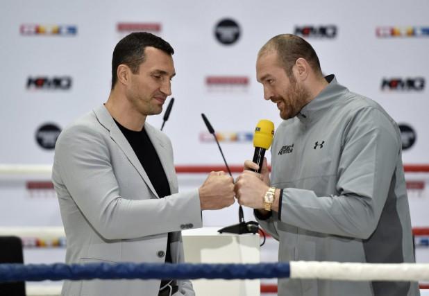 Tyson Fury (à droite) et Wladimir Klitschko.... (Photo Martin Meissner, Archives AP)