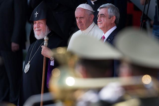 Le pape et, à droite, lechef de l'État,... (Photo Alexander Zemlianichenko, AP)