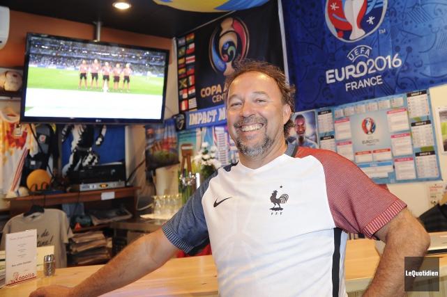 Benoit Lavoie mange du soccer. En plus de... (Le Quotidien, Gimmy Desbiens)