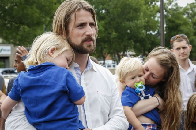 David Stephan (à gauche) sera incarcéré quatre mois... (Photo archives La Presse Canadienne)