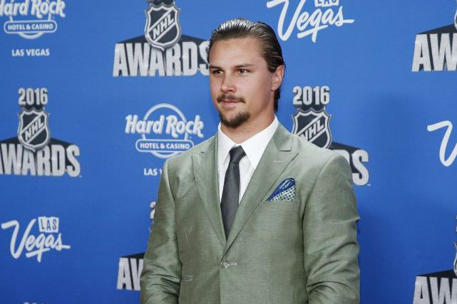 Erik Karlsson a très hâte de représenter son... (John Locher, Associated Press)