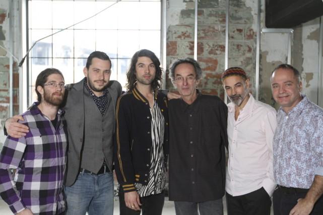 Les membres du Lambert Orkhestra avec son fondateur,... (Fournie)