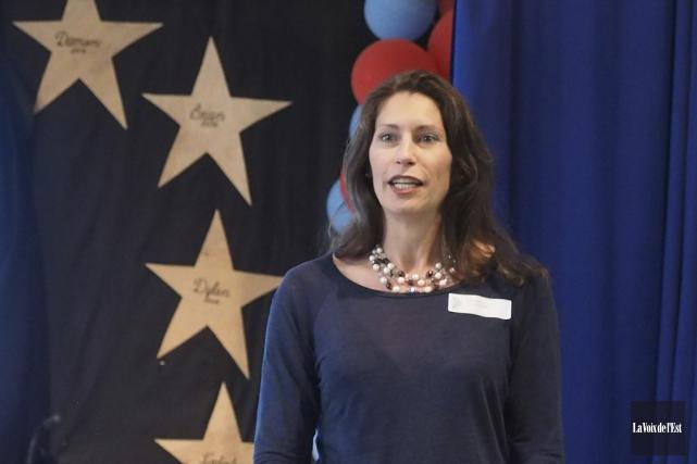 La coordonnatrice et enseignante, Holly Bailey.... (Alain Dion, La Voix de l'Est)