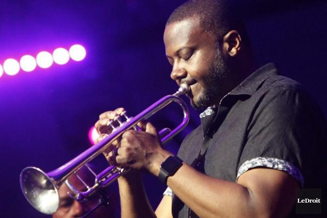 Le trompetiste Sean Jones du SFJazz Collective dans... (Simon Séguin-Bertrand, LeDroit)