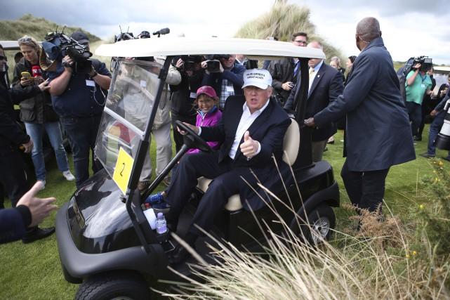 Interrogé sur les manifestants, M. Trump les a... (Associated Press)