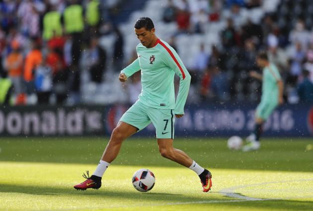 La vedette de l'équipe du Portugal, Cristiano Ronaldo... (AP, Frank Augstein)