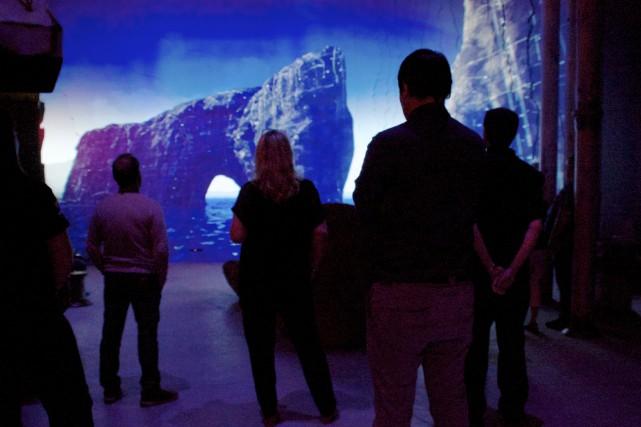 Dans l'exposition Tektonik, les visiteurs peuvent voir des...