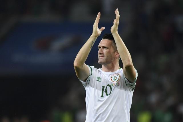 Robbie Keane et l'Eire affrontent la France dimanche... (AP, Claude Paris)