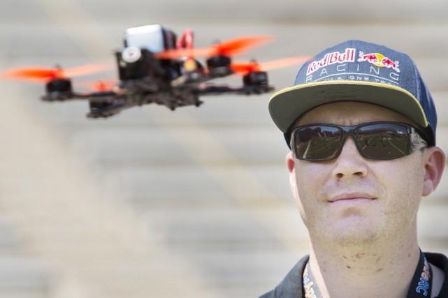 Des douzaines de pilotes ont mis leurs aptitudes... (Photo La Presse Canadienne)