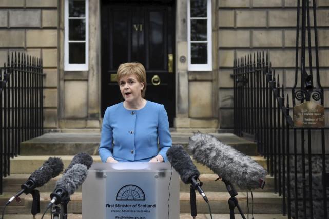 Dimanche, la première ministre écossaise Nicola Sturgeon a... (AFP, Oli Scarff)