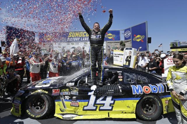Tony Stewart a mis un terme à une séquence de 84 courses sans victoire sur le... (PHOTO AP)