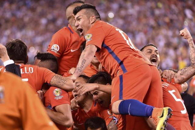 Le Chili l'a emporté dans les tirs de... (Omar Torres, AFP)