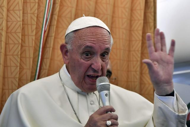 Le pape François affirme que les homosexuels et toutes les autres personnes... (Agence France-Presse)