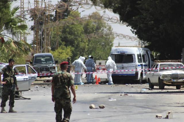 Les kamikazesauraient lancé une grenade avant de se... (PHOTO AP)