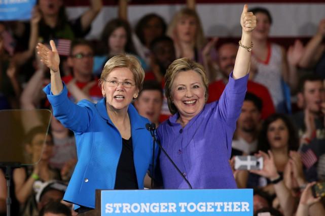Elizabeth Warren (à gauche) et la candidate démocrate... (PHOTO REUTERS)
