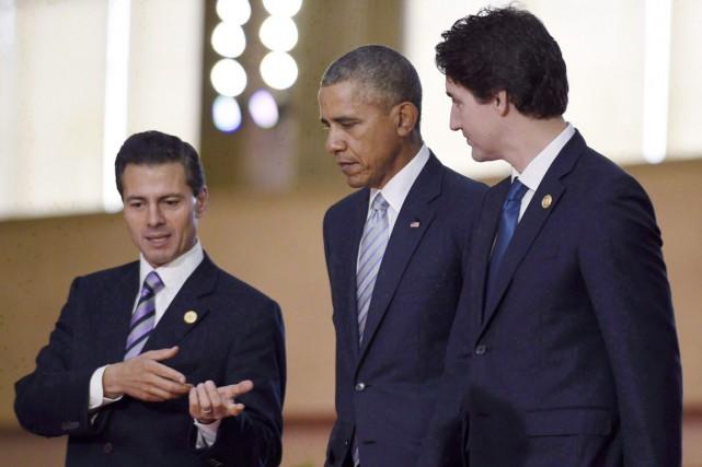 De gauche à droite: les présidents Peña Nieto... (PHOTO Susan Walsh, ARCHIVES PC)