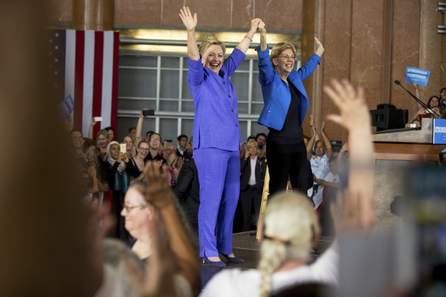 Hillary Clinton, qui avait baissé un peu le... (Associated Press)