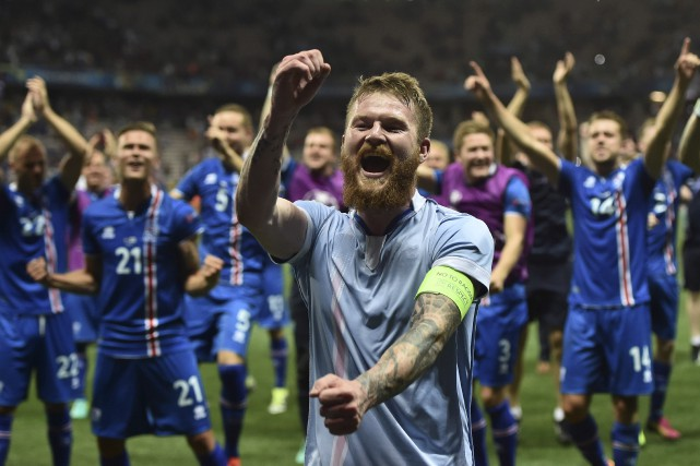 Le milieu de terrain islandais Aron Gunnarsson a... (Agence France-Presse, Bertrand Langlois)