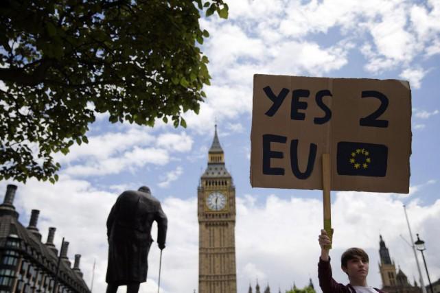 Une pétitiondemandant la tenue d'un deuxième référendum sur... (ARCHIVES AFP)