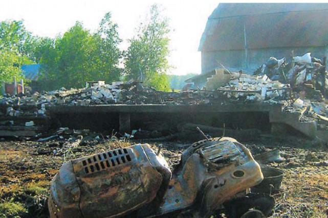 Un incendie a complètement ravagé une résidence du chemin du Brûlé àCompton,...