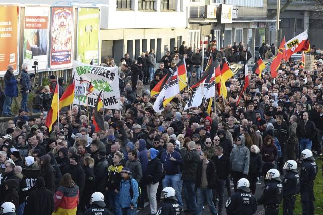 Une manifestation anti-réfugiés à Cologne... (AFP, Roberto Pfeil)
