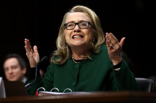 Secrétaire d'État à l'époque, Hillary Clinton semble ulcérée... (ARCHIVES REUTERS)