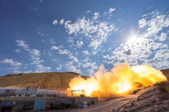 Cette fusée longue de 54 mètres, attachée horizontalement... (PHOTO BILL INGALLS, NASA/AFP)