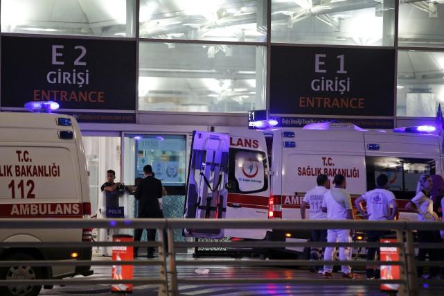 Selon les autorités, des explosions ont d'abord eu... (AP, Emrah Gurel)