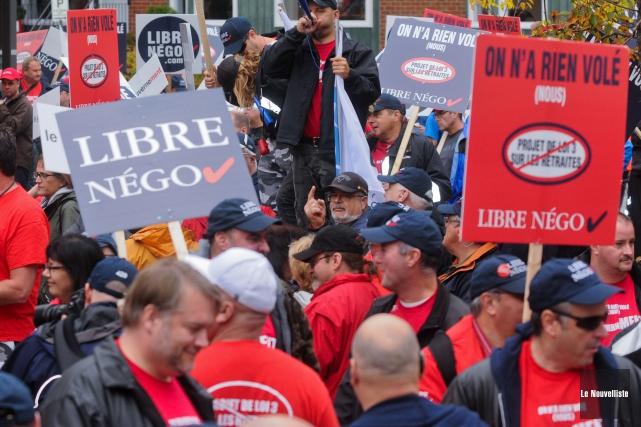 Les syndiqués du monde municipal québécois continuent leur... (Archives, Le Nouvelliste)